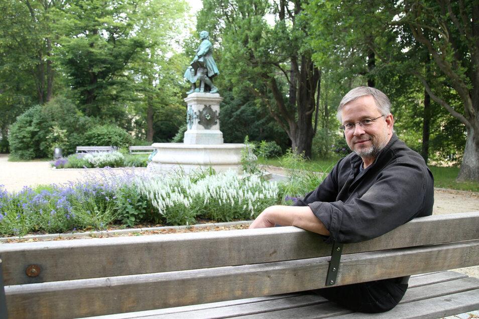 Michael Wieler stammt aus Mönchengladbach, studierte in Münster Germanistik, Theaterwissenschaften und Philosophie, bevor er Ende der 90er Jahre als Intendant des Musiktheaters nach Görlitz kam. Seit 2008 ist er Bürgermeister.