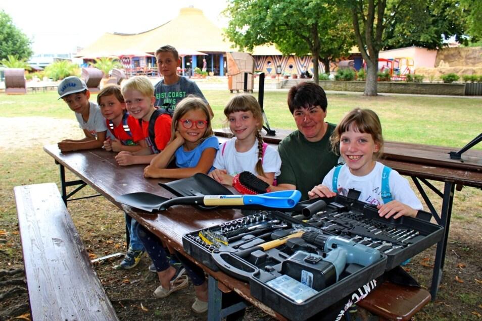 Diese Jungen und Mädchen haben sich eine Zoo-AG gewünscht und prompt bekommen. Der Verein der Zoofreunde unterstützte das Projekt mit 500 Euro.