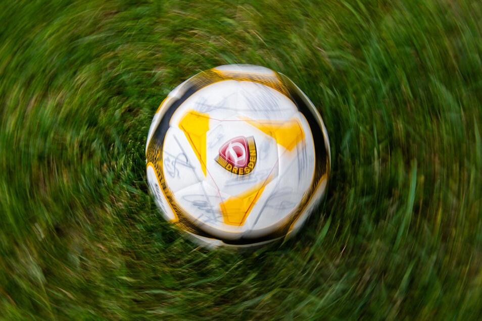 Der Ball dreht sich wieder, auch in Dynamo Dresdens Nachwuchsakademie. Allerdings sind die Spiele für den Rest der Saison jetzt komplett abgesagt worden.