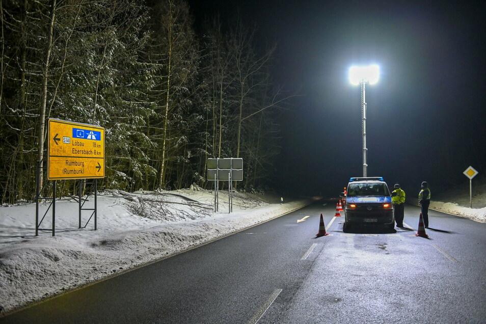 An der S148 bei Seifhennersdorf und Neugersdorf haben Bundespolizisten noch in der Nacht zum Sonntag einen Kontrollposten eingerichtet.