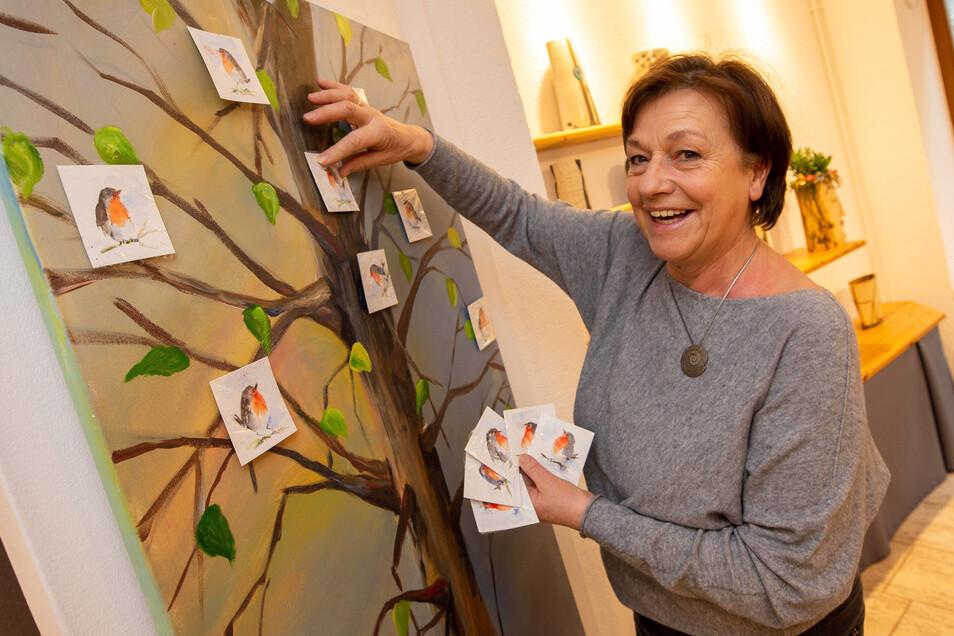 Verena Kremer vervollständigt ihren Rotkehlchen-Baum.