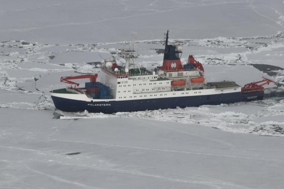 2017 war die Vorexpedition. Die Polarstern hatte für zwei Wochen an einer Scholle festgemacht. Wissenschaftlicher Fahrtleiter war damals Andreas Macke, der Direktor vom Leipziger Tropos-Institut.