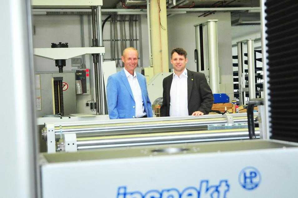 Die Nossener Firma Hegewald & Peschke kann auf stetes Wachstum zurückblicken. Jan Hegewald (r.) – Sohn einer der beiden Firmengründer, Volkmar Hegewald (l.) – ist der dritte Geschäftsführer.