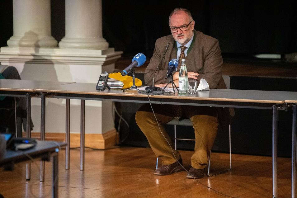 Jürgen Dupper (SPD), Oberbürgermeister von Passau, informiert auf einer Pressekonferenz über neue Auflagen der Stadt.