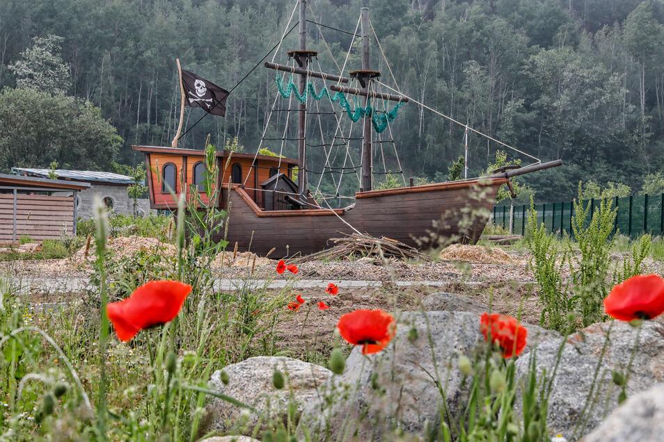 Das Piratenschiff ist das Erkennungssymbol des Campingplatzes. Gleich daneben soll noch ein Leuchtturm entstehen - zum Lotsen der Gäste.