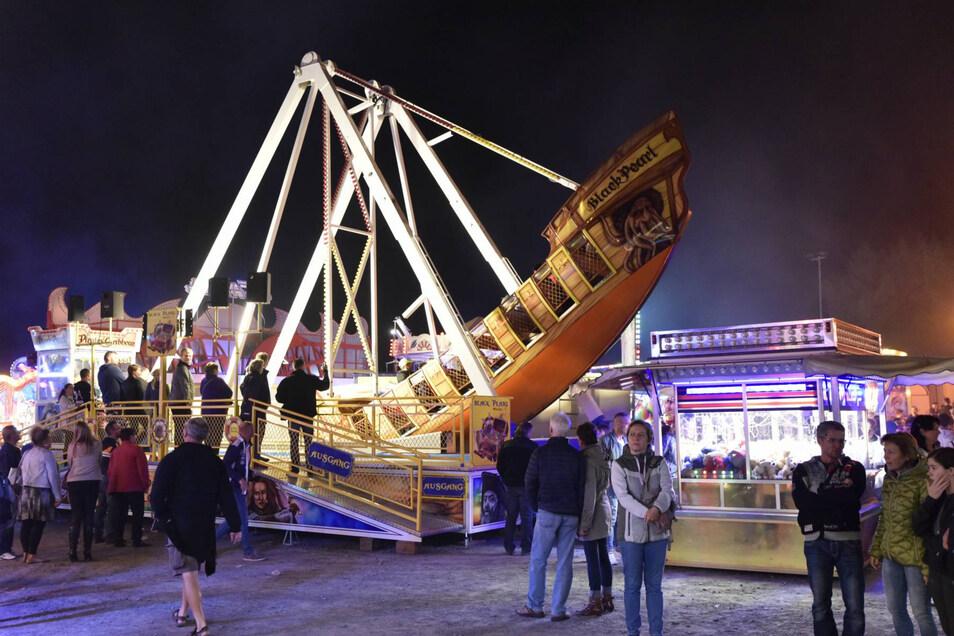 Die große Schaukel mit dem Piratenschiff war eine der Attraktionen auf dem Rummel zum Windbergfest. Neben Klassikern wie Karussell und Autoskooter konnte man auch mit Virtual Reality ins All fliegen.