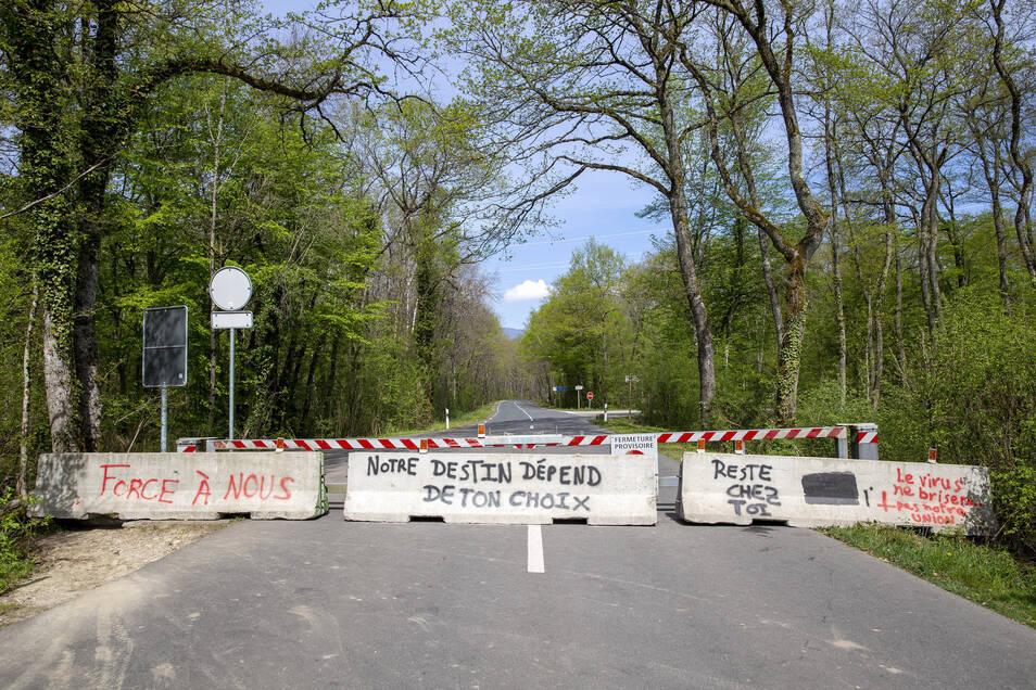 Betonblöcke an der Grenze zu Frankreich