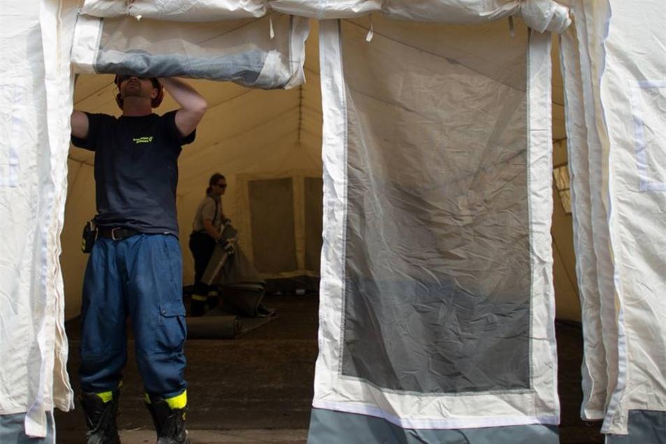 Während das Zeltlager noch aufgebaut wurde, gab es am Freitagabend Demonstrationen.