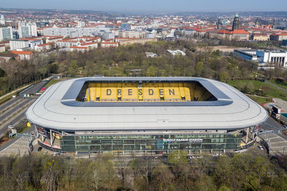 Ob im Dresdner Rudolf-Harbig-Stadion demnächst wieder Fußball gespielt wird, ist letztlich eine politische Entscheidung. Wenn es für Dynamo in der 2. Bundesliga in dieser Saison weitergeht, dann nur mit Geisterspielen.