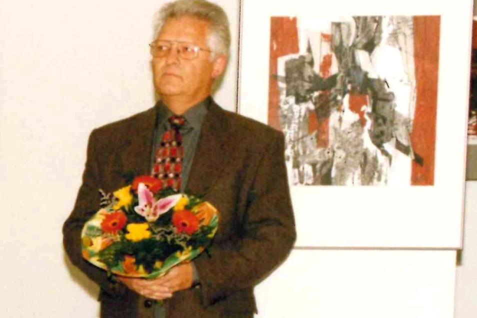 Wolfgang Bochnia bei einer Ausstellungseröffnung im Museum 1998.