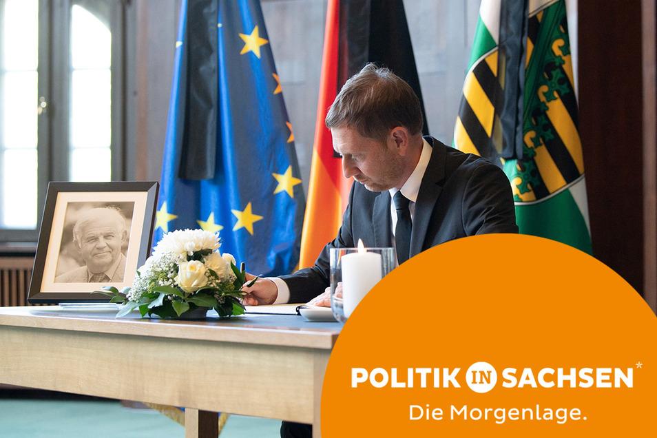 Sachsens Ministerpräsident Michael Kretschmer hat sich am Wochenende nach dem Tod von Kurt Biedenkopf in ein Kondolenzbuch eingetragen. Das können ab heute auch alle Bürger tun.