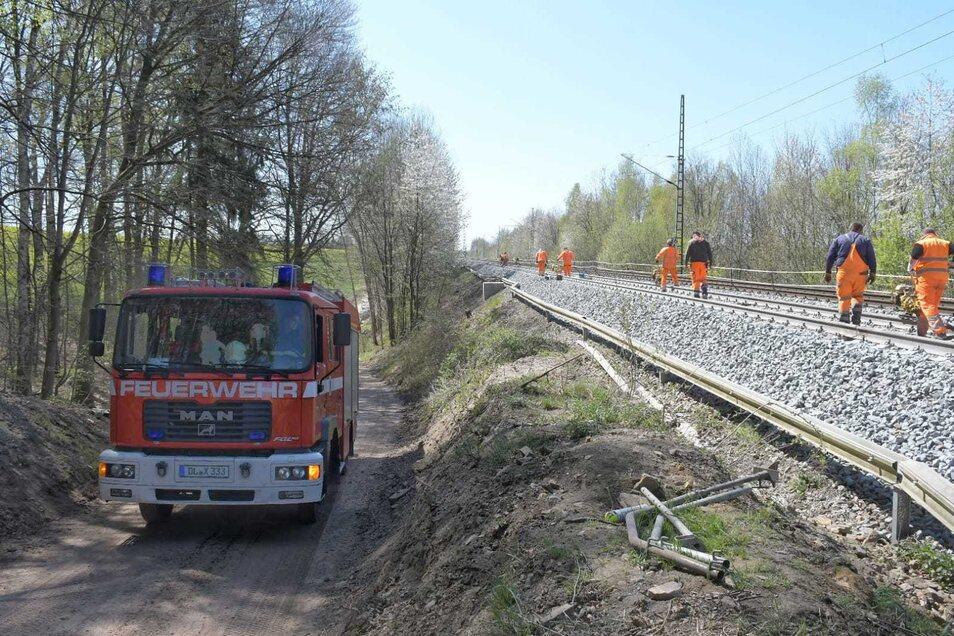 Die Feuerwehren aus Waldheim und Reinsdorf waren mit vier Fahrzeugen sowie 20 Kameraden zur Einsatzstelle angerückt.
