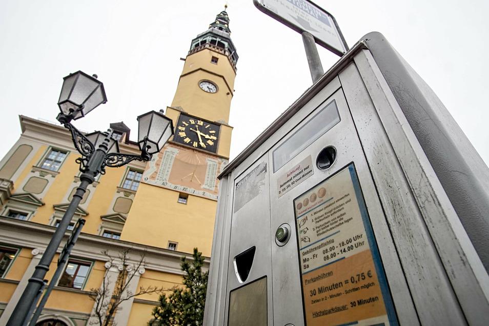 Ist das Parken in der Bautzener Innenstadt bald kostenlos? Geht es nach AfD- und FDP-Stadtratsfraktion sollen die Parkgebühren im November und im Dezember ausgesetzt werden.