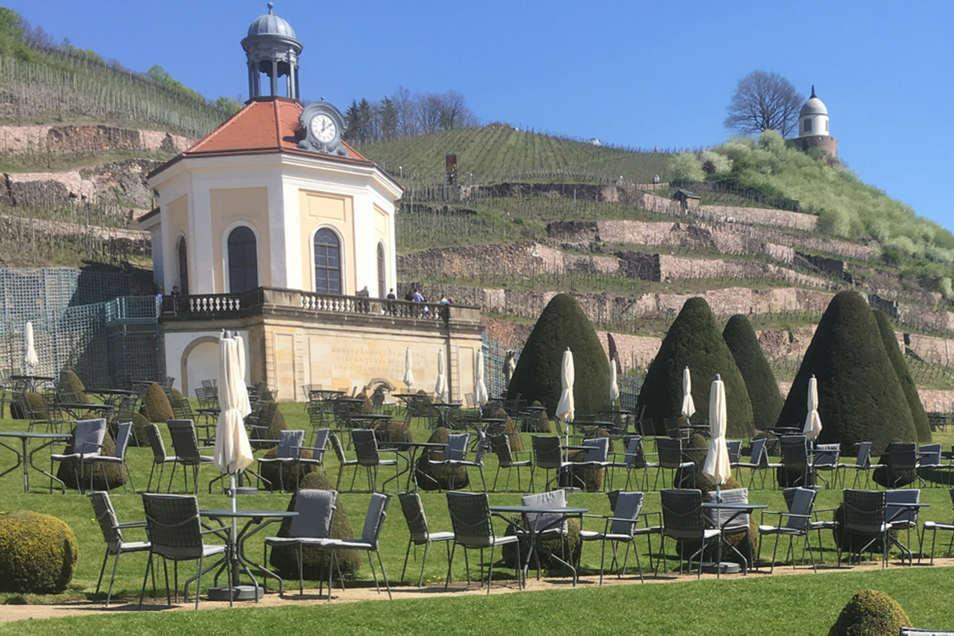Blick auf das Lusthäuschen Belvedere und die Terrassen am Schloss Wackerbarth.