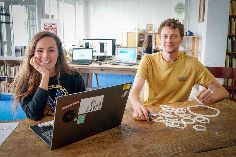 Arbeiten an unterschiedlichen Projekten und teilen sich ein Büro: Anne Wilhelm und André Mirtschink im Tagwerk in Bautzen.