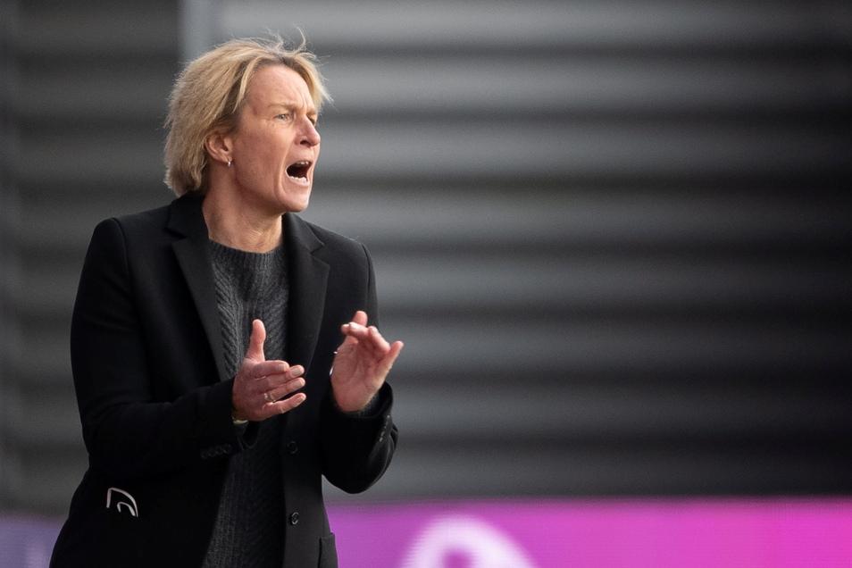 Ärgert sich nicht nur über die Anstoßzeiten für ihr Team: Bundestrainerin Martina Voss-Tecklenburg.