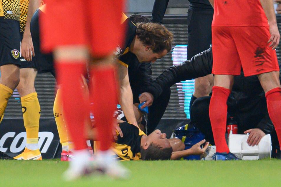 Das Bild stammt von Mitte Oktober. Beim Heimspiel gegen den FSV Zwickau verletzte sich Chris Löwe (am Boden) schwer.