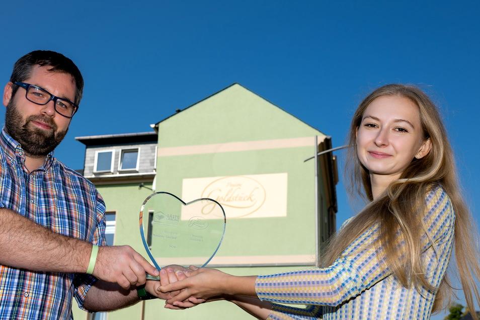 Christian Heinze und Barbora Jakob von der Pension Goldstück freuen sich, dass die Pension zum zweiten Mal auf Landesebene zum Gästeliebling gewählt wurde.