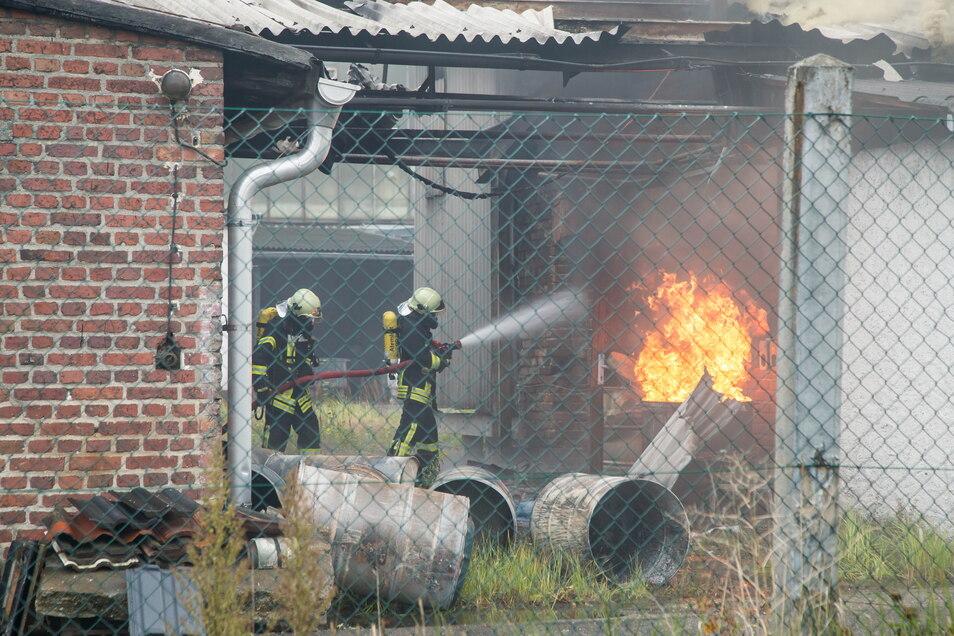 23. Oktober 2020: In einem alten Lagerraum der Firma Höpner Lacke in Niesky bricht ein Brand aus. Auf die Entwicklung des Unternehmens hat sich der Zwischenfall aber nicht negativ ausgewirkt.