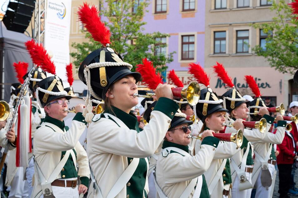 Am Freitagabend waren die Radeberger Spielmannszüge auf dem Markt aufmarschiert. Sie bekamen für ihr kleines Konzert viel Applaus.