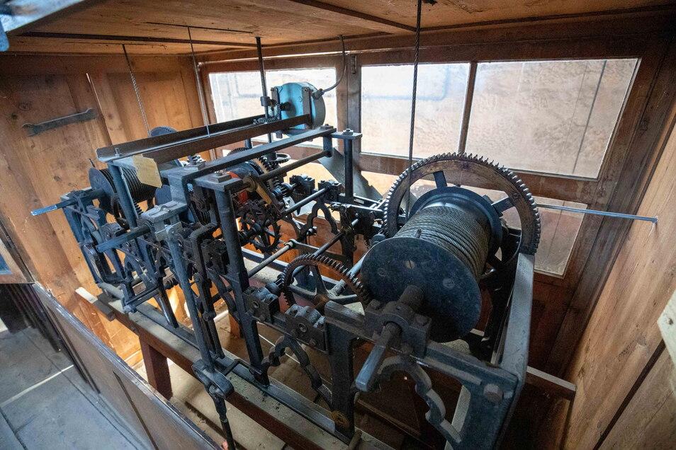 1885 wurde das Uhrwerk eingebaut, das noch heute funktioniert.