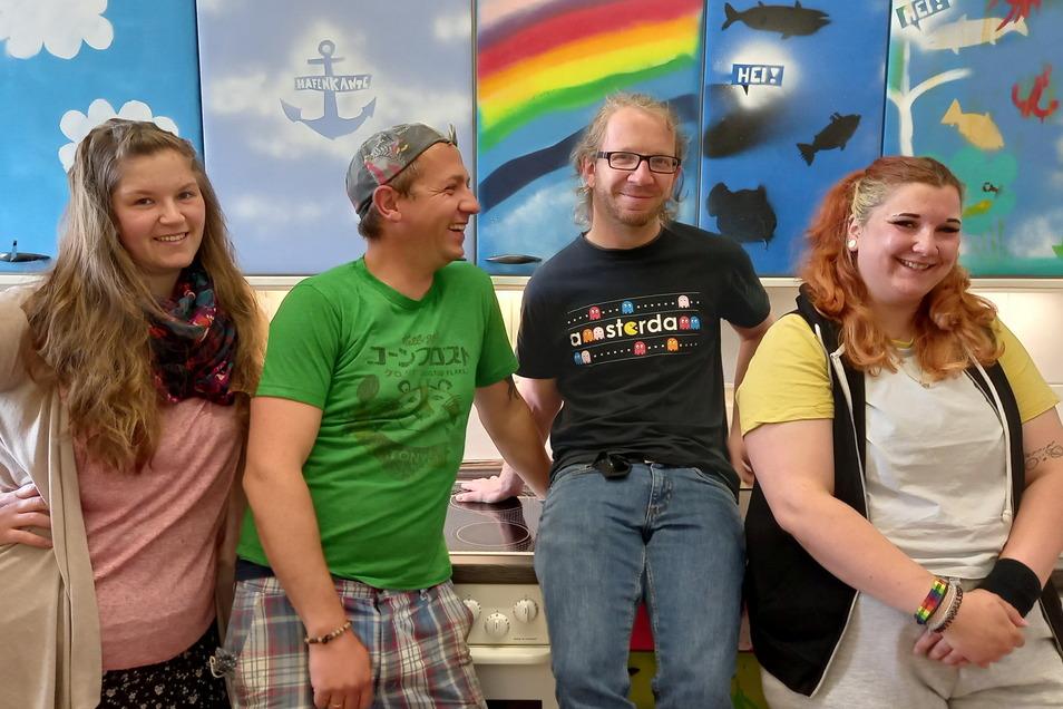 Projektleiter Benjamin Drechsler (2.re.), Roxanne Regel, Karsten Pietzsch und Nicole Döhnert (v.li.) bilden die Besatzung der Hafenkante.