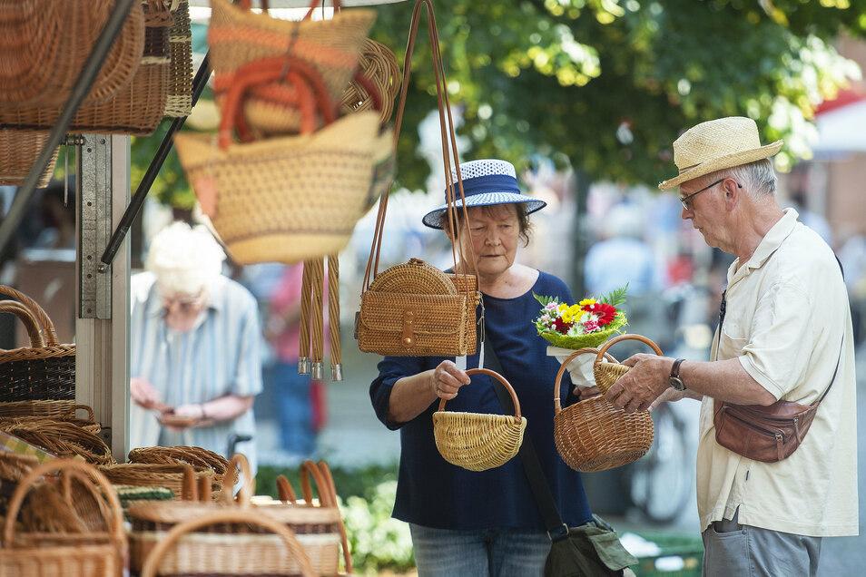 Korbmacher Detlef Gedrange aus Pirna gehörte zu den Händlern, die beim ersten Markt mit dabei waren.