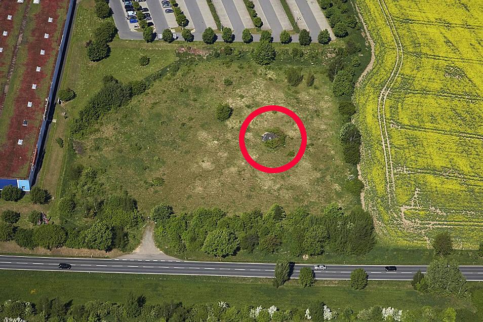 Das Gelände mit dem Wetterschacht in einer Aufnahme der Wismut von 2011. Das Stück Land gehört inzwischen dem Unternehmen Timberjacks, was hier Motel und Restaurant bauen lassen will.