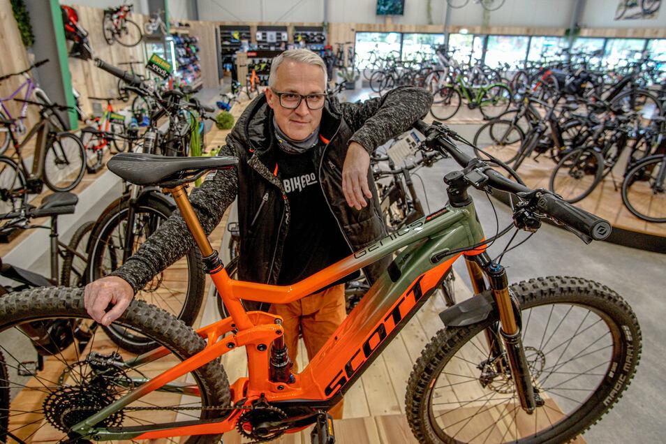 Stefan Wiesner verkauft in seinem Bikepoint in Bautzen aktuell sehr viele E-Bikes. Andere Fahrradhändler aus der Region machen derzeit ebenfalls gute Geschäfte.