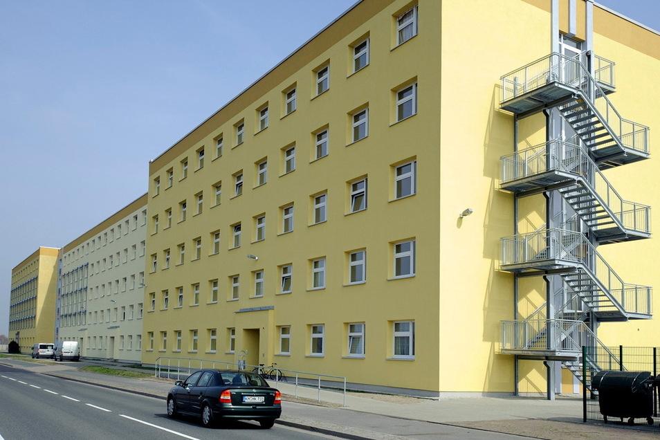 Aus diesem Heim an der Kamenzer Macherstraße wurden kürzlich Gegenstände auf die Fahrbahn geworfen. Jetzt ermittelt die Polizei.