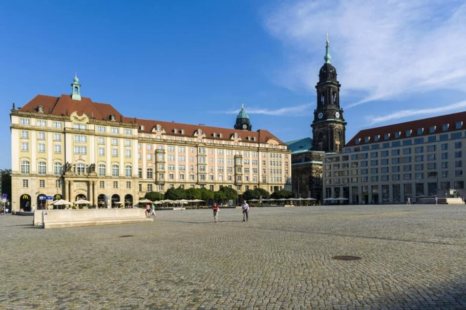 Der Dresdner Altmarkt muss ausgerissen werden. Der Stadtrat hat sich für eine teure Variante entschieden.
