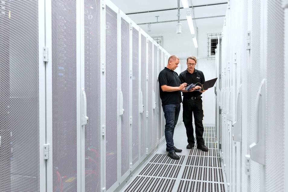 Eines der größten Rechenzentren in Deutschland: Envia-Tel vermietet in Taucha bei Leipzig GmbH die Anschlussplätze für 60.000 Server - klimatisiert.