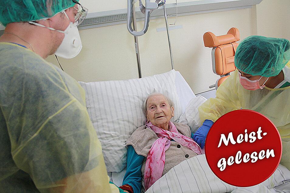 Erna Kästner kurz vor ihrer Entlassung in der Asklepios Klinik in Radeberg: Rund fünf Wochen lag die 92-Jährige auf der Infektionsstation. Sie war dort die erste Patientin.