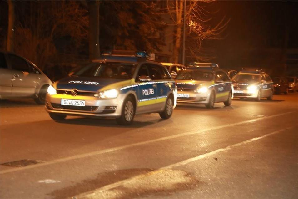 Nach dem Abschluss der Evakuierung sperrte die Polizei die B 172 und weitere Straße in der Evakuireungszone.