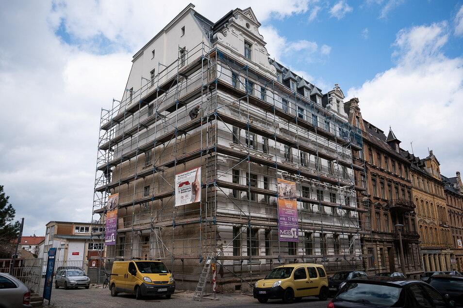 Das Haus Emmerichstraße 56 steht direkt an der Zufahrt zur alten Molkerei.