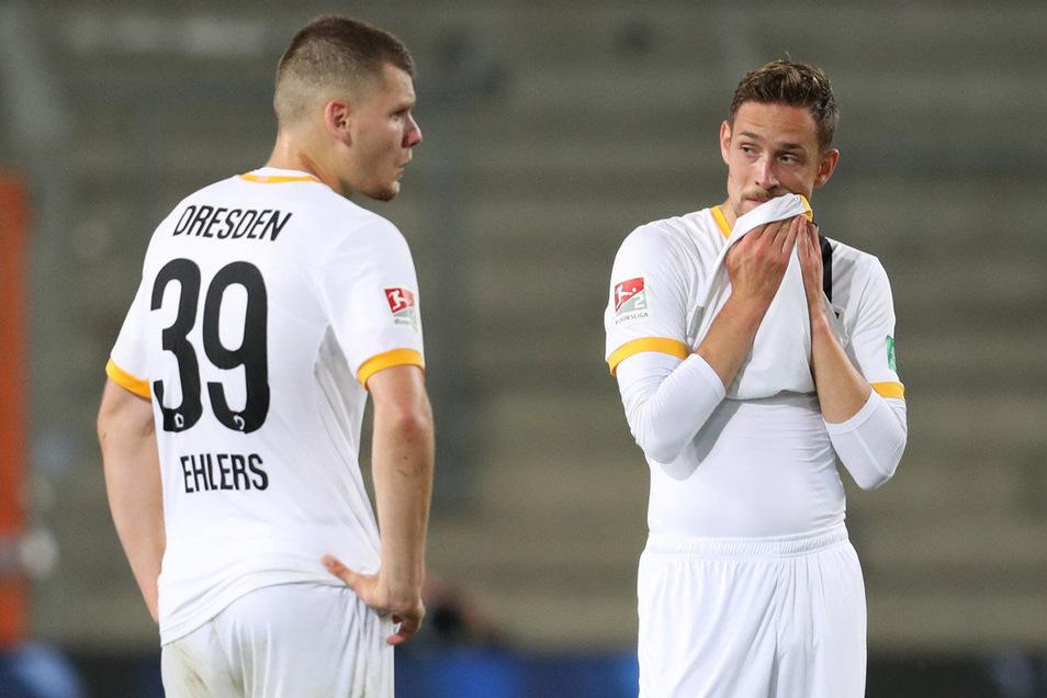 Erschöpft, enttäuscht, ernüchtert: Kevin Ehlers (l.) und Jannik Müller sind nach Dynamos 0:4-Klatsche in Bielefeld konsterniert.