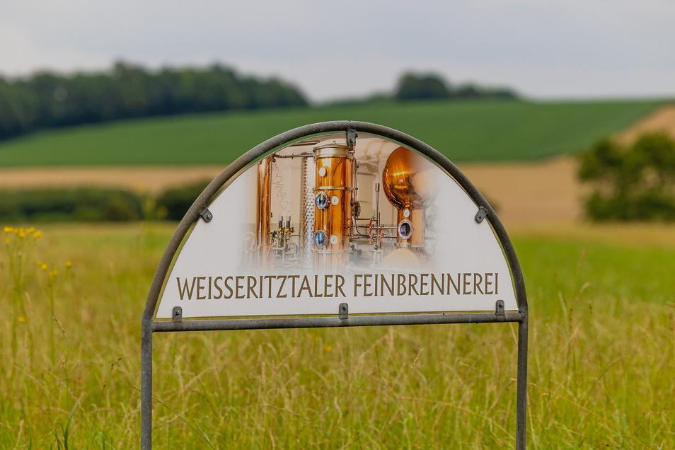 Seit Oktober 2017 produziert die Weißeritztaler Feinbrennerei in Freital-Somsdorf Obstbrände, Geiste und Liköre. Am beliebtesten ist der Gin, gefolgt von Williams-Birnenbrand und Himbeergeist. Freital ist reich gesegnet mit Destillen. Zwei weitere Brennbl