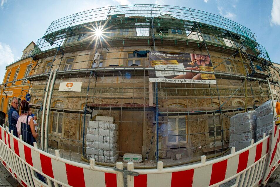 Das Haus Berliner Straße 3 in Großenhain wird von der Strehlaer Confido GbR denkmalgerecht saniert. Beim Ausbau der acht Wohnungen kam es zu einer Sensation.
