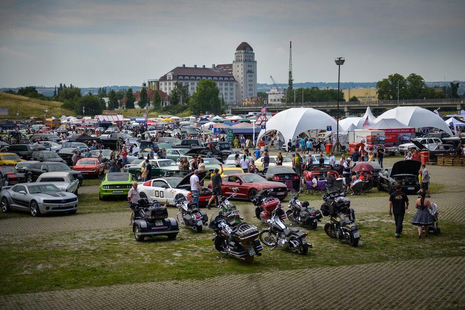 Vor der Zwangspause im vergangenen Jahr kamen jeden Sommer Tausende Fans aus ganz Europa zur US Car Convention nach Dresden.