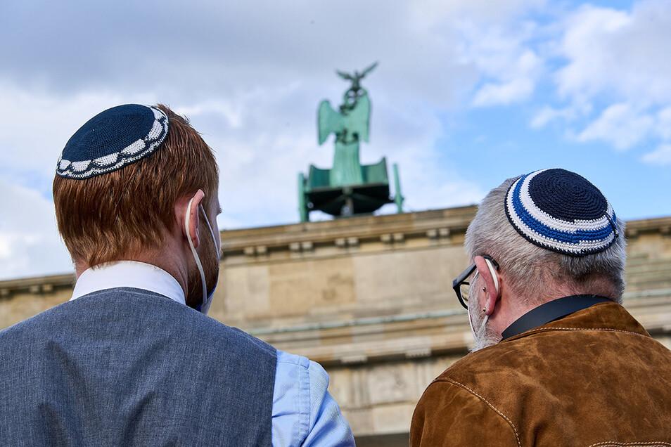 Auch mehr als ein Dreivierteljahrhundert nach Ende des Nationalsozialismus' und des Holocaust können sich Juden in Deutschland immer noch nicht sicher fühlen.