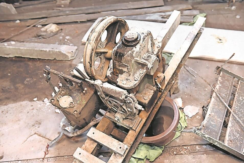 Der Aufzugsmotor: Auch ein Teil der Geschichte ist dieser Motor. Er hat den Speiseaufzug bis 1999 angetrieben im Pflegeheim, das bis dahin im Schloss untergebracht war.