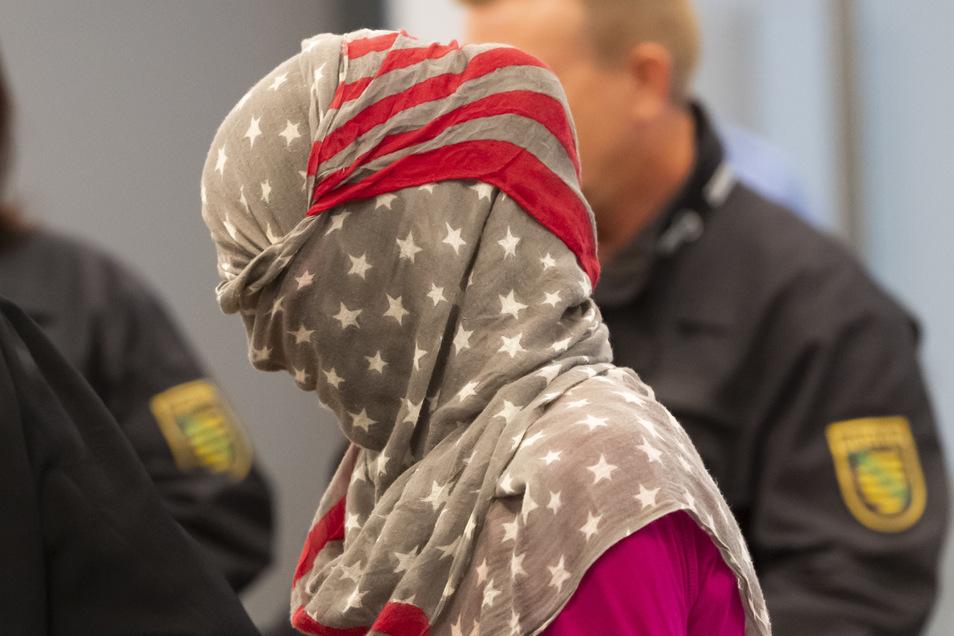 Die wegen der Unterstützung des IS Angeklagte kommt zum Prozessauftakt ins Oberlandesgericht Dresden.