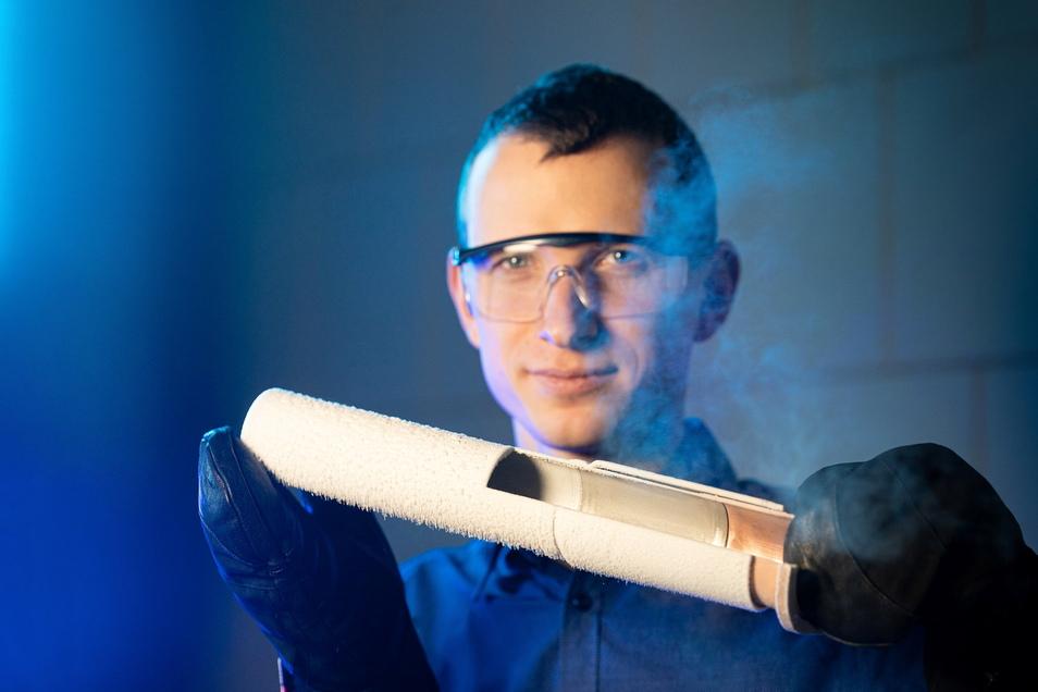 Kupfer, Aluminium und Stahl lassen sich durch das Magnetpulsschweißen absolut dicht fügen. Das hält auch bei tiefsten Temperaturen, zeigt Jörg Bellmann.