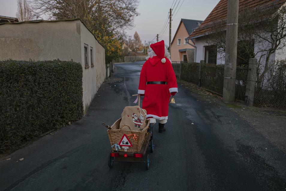 So zog Bernd Richter schon vor dem Fest durch seinen Heimatort.