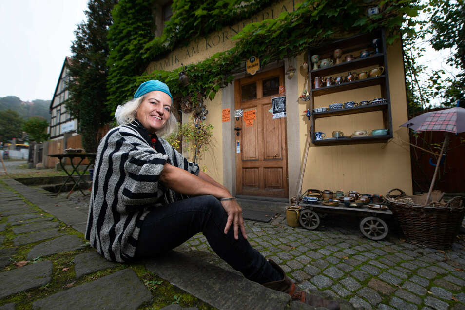Jazz-Musikerin Ulrike Hausmann betreibt einen kleinen Keramikladen am Körnerplatz. Das Geschäft bringt sie gut übers Jahr - 2020 könnte das anders sein.