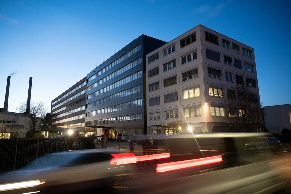 Bei einer Explosion in einem Verwaltungsgebäude von Lidl in Neckarsulm sind am Mittwoch drei Personen verletzt worden.