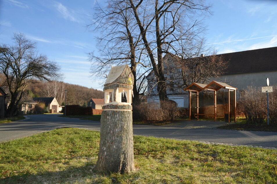 Das Vogelhaus befindet sich am Ortsausgang Meuselwitz Richtung Krobnitz.