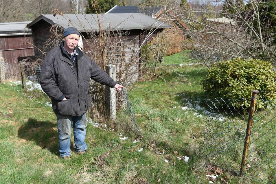 Der Zaun von Andreas Grünert wurde von den Tätern zerstört, um auf sein Grundstück zu kommen.