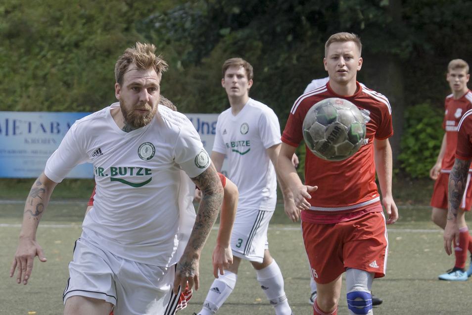 Im Sommer starteten die Kreischaer, hier in rot beim Erstrunden-Spiel gegen Dorfhain, ihren Siegeszug im Kreispokal.