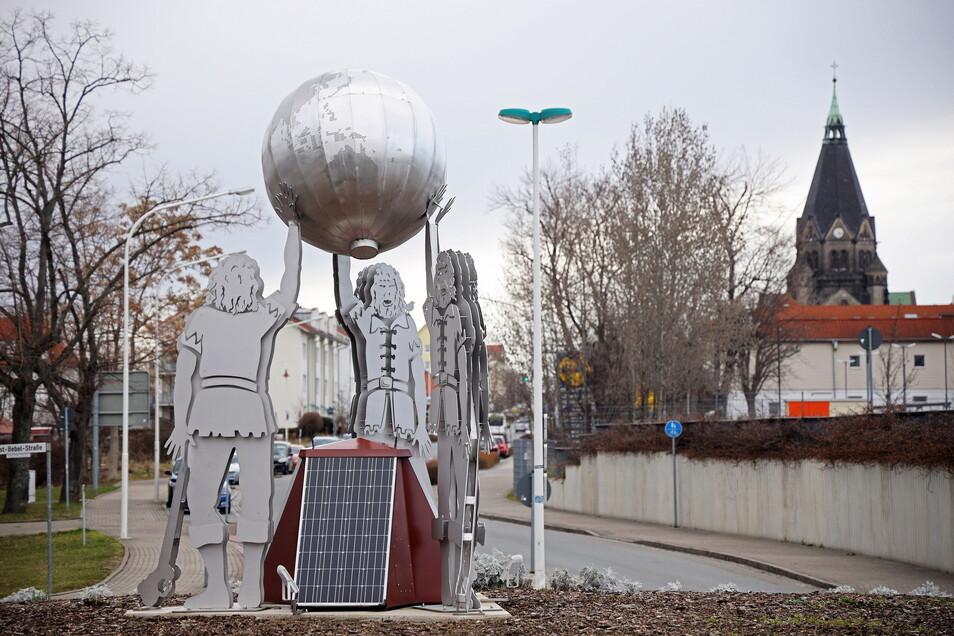 Beim Tag der Sachsen 2019 war diese stählerne Statue im Krankenhaus-Kreisverkehr enthüllt worden. Nun gehört sie ganz offiziell der Stadt.